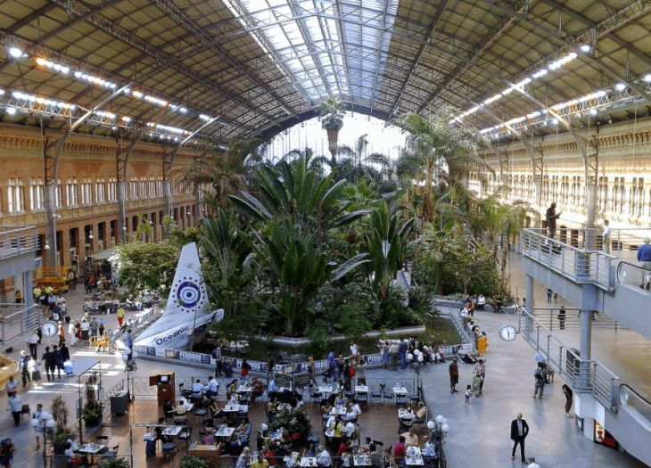 Top 7 most amazing railway stations