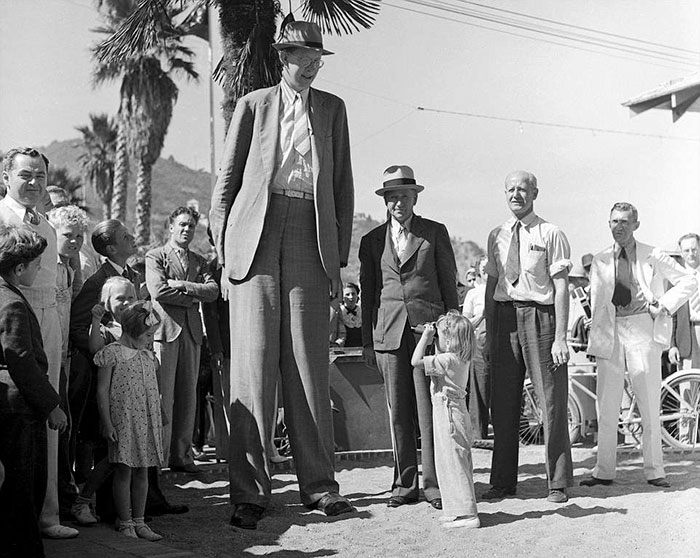 Rare pictures of world's tallest man