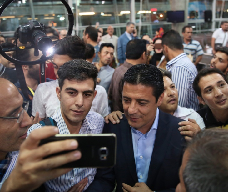 Alireza Faghani arrives home from World Cup