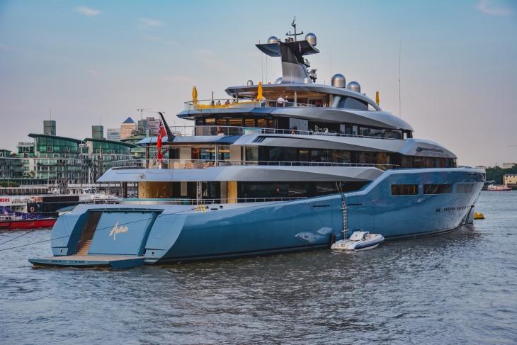 Billionaire's Yacht in narrow River in London