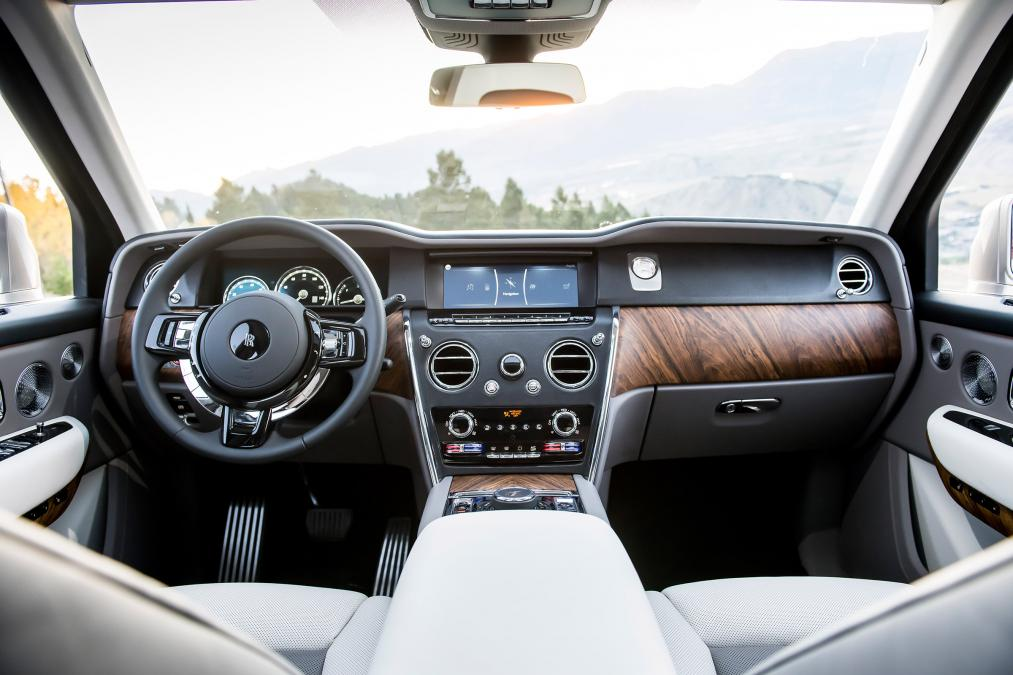 World's most luxurious SUV made by Rolls Royce