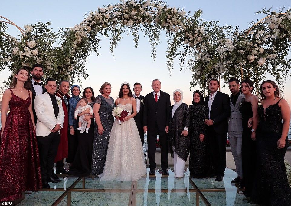 Erdogan the best man at footballer's wedding
