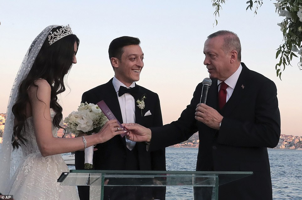 Erdogan the best man at footballer's wedding